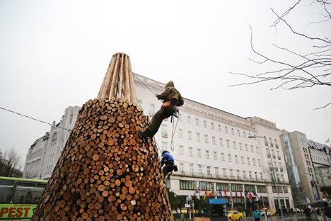 Christmas-tree-without-the-glitter-by-Hello-Wood_dezeen_468_12