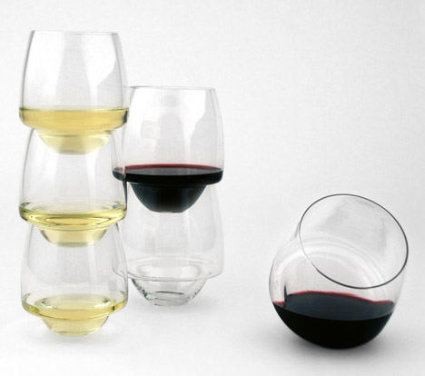 Saturn-Wine-Glasses-by-Superduperstudio_dezeen_468_1
